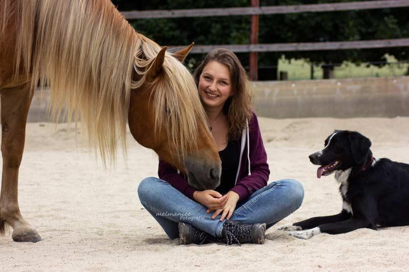 Melanie mit ihrem Pferd